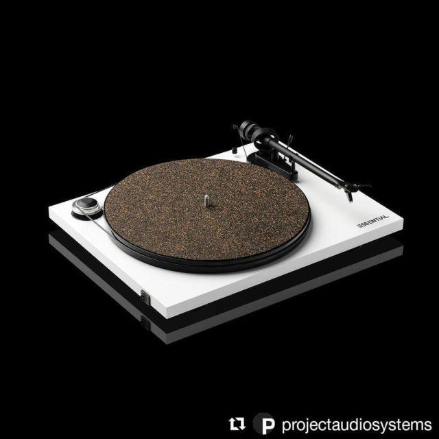 L'Essential III est LA platine entrée de gamme de qualité audiophile. Trouvez votre revendeur en suivant le lien dans notre bio. . . #Repost @projectaudiosystems . #projectaudiosystems #project #projectaudio #platinevinyle #disquevinyle #lifestyle #musique #noiretblanc #aluminium #analogique